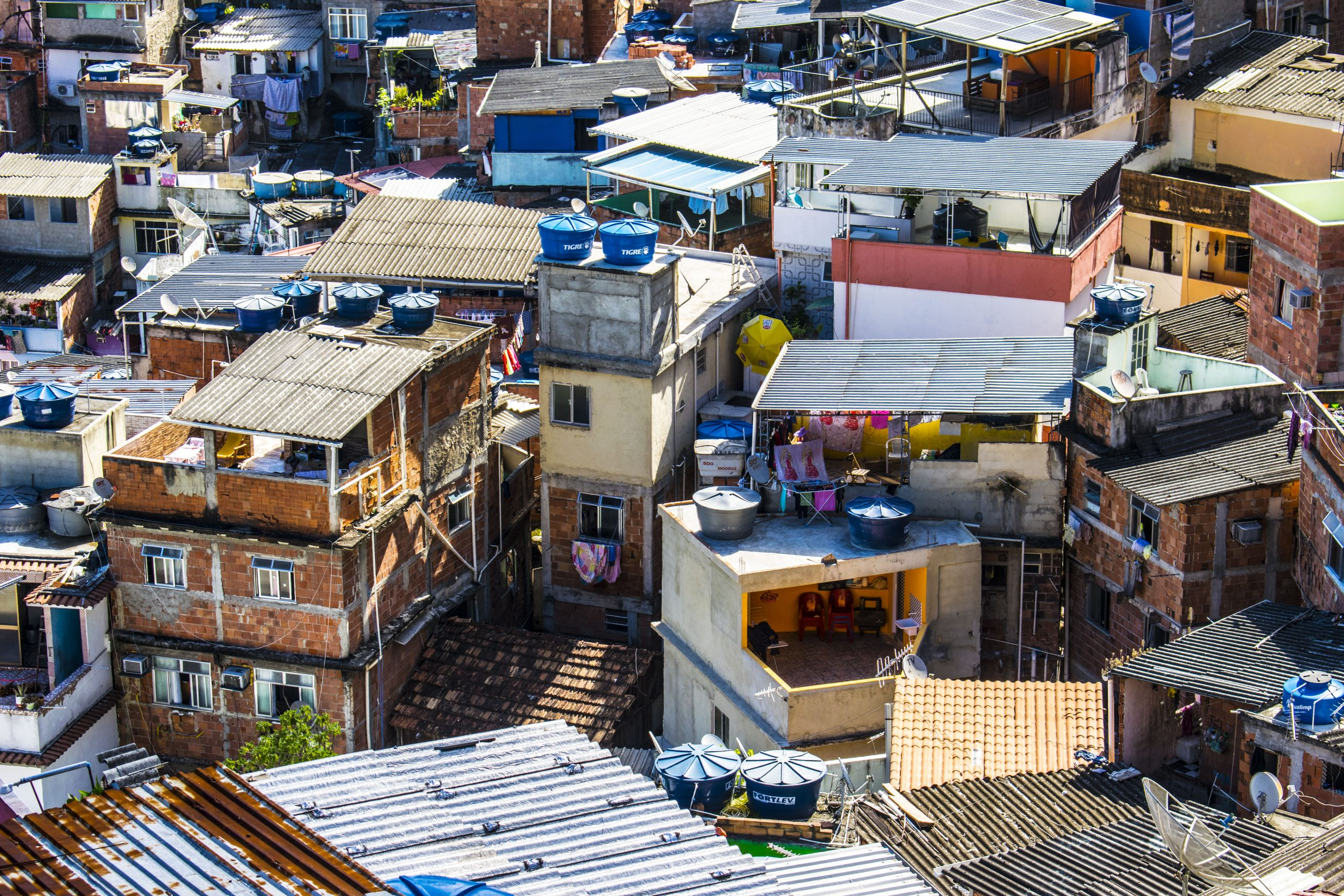 Cosa sono le favelas: la mia vita nella favela di Santa Marta