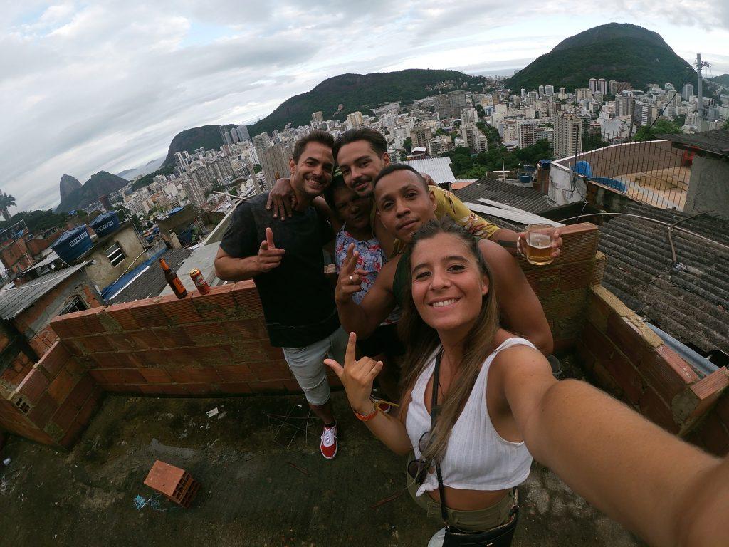santa marta con gli amici della favela