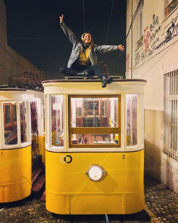 I tram di Lisbona di notte
